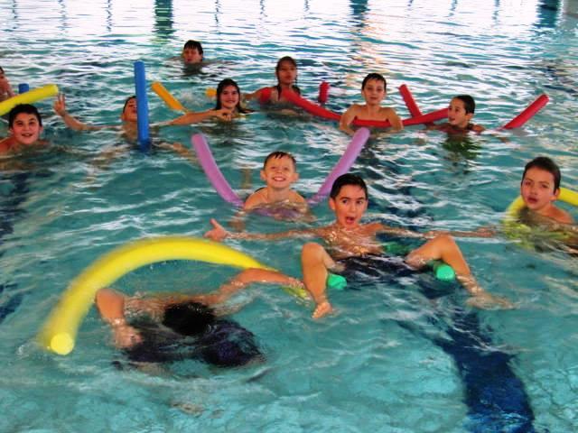 mädchen schwimmen hof 9 klasse